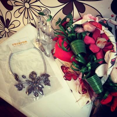 Сребристо колие с цветя и плодове