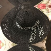 Плетена черна шапка