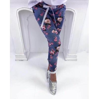 Син панталон с флорални мотиви