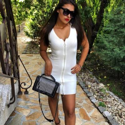 Бяла рокля рипс с цип