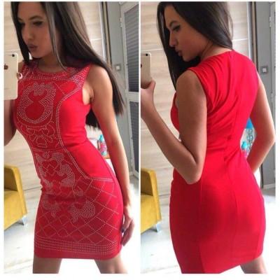 Червена рокля с капси